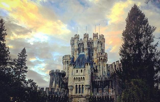 #butroikogaztelua #castillo #butron #atardecer #ilunabarra #hodeiak #nubes #cielo #zerua #armarria #escudo #banderizos @igerseuskadi @igersbizkaia @instagrames @igersbilbao – Instagram